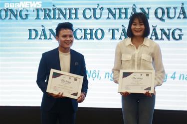 Quang Hải nhận học bổng toàn phần.