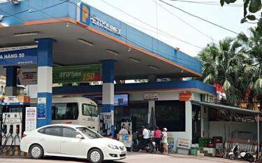 Giá xăng, dầu giảm lần đầu tiên tính từ đầu năm.