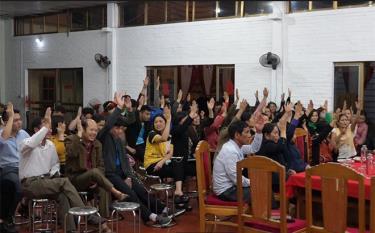 Nhân dân tổ dân phố số 3, thị trấn Mù Cang Chải nhất trí, tín nhiệm cao đối với các đại biểu ứng cử đại biểu HĐND các cấp nhiệm kỳ 2021 - 2026.