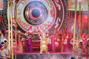 Nhiều nghệ sĩ, nghệ nhân dân gian đến từ nhiều miền của đất nước tham dự chương trình.