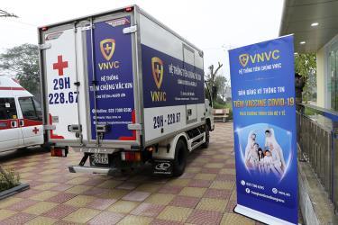 Vaccine được đưa đến Bệnh viện Bệnh Nhiệt đới Trung ương cơ sở 2 (Hà Nội) để tiêm cho nhân viên y tế. Ảnh minh họa