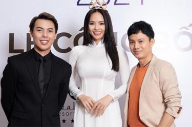Ông Phạm Duy Khánh (trái) - Trưởng BTC cuộc thi cùng Hoa khôi Thể thao 2012 Lại Hương Thảo - Phó BTC và nhà thiết kế Ngô Nhật Huy - giám khảo.