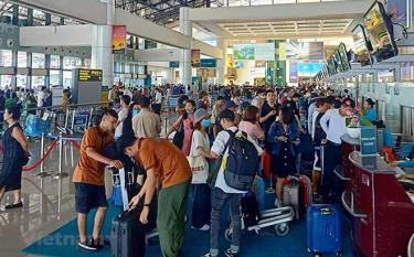 Ngành hàng không xây dựng các phương án tổ chức vận tải khách và hạn chế tối đa việc chậm, hủy chuyến đặc biệt trong dịp nghỉ lễ 30/4 và 1/5.
