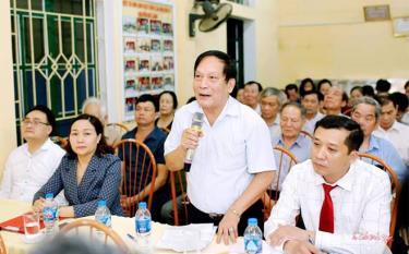 Các cử tri phường Đồng Tâm phát biểu ý kiến, nhận xét đối với những người ứng cử tại nơi cư trú.