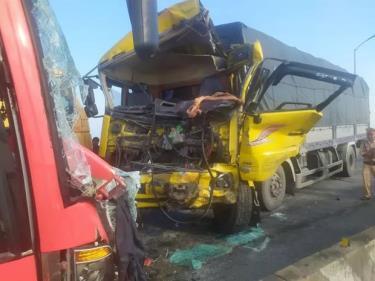 Hiện trường vụ tai nạn giao thông trên cầu Gianh.