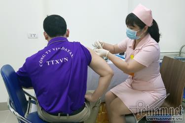 Tình nguyện viên tham gia thử nghiệm vắc xin Covivac.