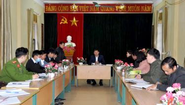 Đoàn công tác của Huyện ủy Mù Cang Chải kiểm tra việc nâng cao chất lượng sinh hoạt chi bộ tại Đảng bộ xã Mồ Dề.
