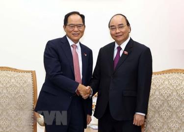 Prime Minister Nguyen Xuan Phuc and RoK Ambassador to Vietnam Park Noh-wan