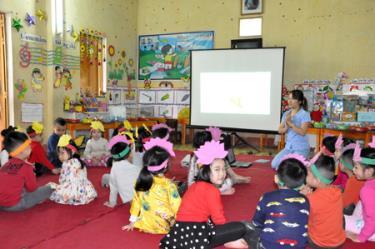 Giờ học làm quen với Toán của cô và trò lớp 5 tuổi A Trường Mầm non Hồng Ngọc, thành phố Yên Bái. (Ảnh minh họa: Cổng TTĐT Yên Bái)