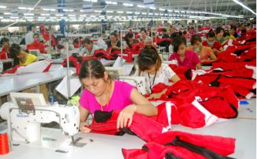 Workers at a garment production line of DaeSeung Global company of the Republic of Korea in the Thinh Hung industrial cluster.