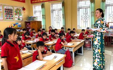 Một giờ học của cô và trò Trường TH&THCS Hòa Cuông.