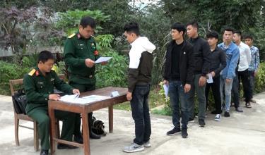 Khám sơ tuyển nghĩa vụ quân sự tại huyện Văn Yên.