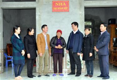 Nhiệm kỳ qua, MTTQ huyện Yên Bình đã hỗ trợ xây dựng được 61 nhà đại đoàn kết cho các hộ có hoàn cảnh khó khăn.