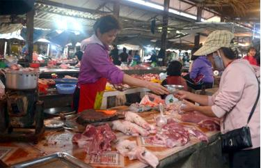 Không ít người dân đang e dè khi chọn thịt lợn chế biến trong bữa ăn hàng ngày.