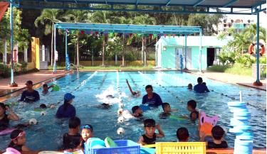 Trẻ em cần được thường xuyên tập luyện môn bơi và các kỹ năng an toàn trong môi trường nước. Ảnh minh họa.