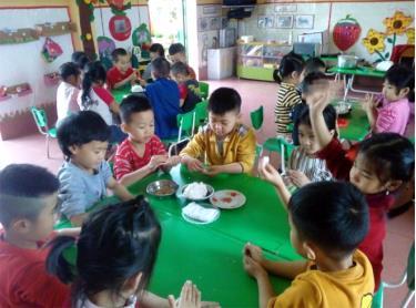 Trường Mầm non Hoa Huệ luôn chú trọng nâng cao công tác chăm sóc, nuôi dưỡng trẻ nhằm giúp trẻ phát triển toàn diện.