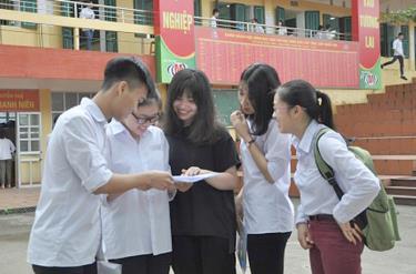 Các thí sinh tham gia kỳ thi THPT Quốc gia năm 2018 tại điểm Trường THPT Nguyễn Huệ, thành phố Yên Bái. (Ảnh minh họa)