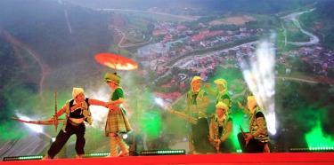 Bữa tiệc nghệ thuật giới thiệu văn hóa dân tộc Mông tại sự kiện đã để lại dấu ấn đậm nét trong lòng du khách.