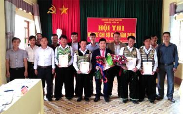 Các thí sinh xuất sắc đoạt giải trong Hội thi Bí thư Chi bộ giỏi năm 2019 của Đảng bộ xã Pá Hu.