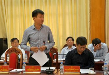 Đồng chí Trần Huy Tuấn, Bí thư Huyện ủy Văn Yên thông tin về kết quả thực hiện Nghị quyết Trung ương 6 khóa XII trên địa bàn huyện.