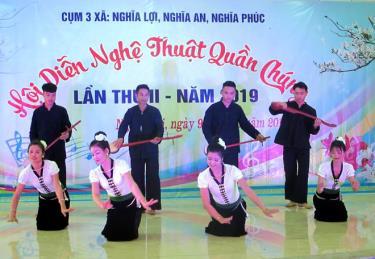 Một tiết mục trong Hội diễn NTQC cụm 3 xã Nghĩa An, Nghĩa Lợi, Nghĩa Phúc, thị xã Nghĩa Lộ.