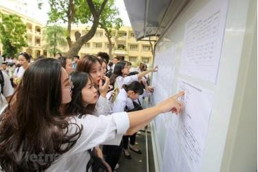 Thí sinh xem thông tin dự thi trong kỳ thi trung học phổ thông quốc gia. (Ảnh chỉ mang tính minh họa)