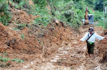 Mưa lũ ở huyện Trạm Tấu thường gây ra sạt lở đất.