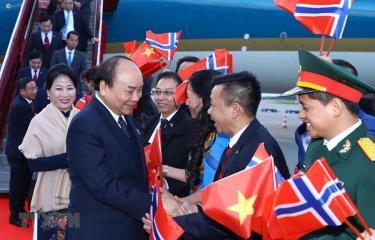 Lễ đón Thủ tướng Nguyễn Xuân Phúc và phu nhân tại sân bay Gardermoen, Oslo, Vương quốc Na Uy.