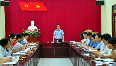 Đồng chí Dương Văn Tiến - Phó Chủ tịch UBND tỉnh chủ trì Hội nghị.