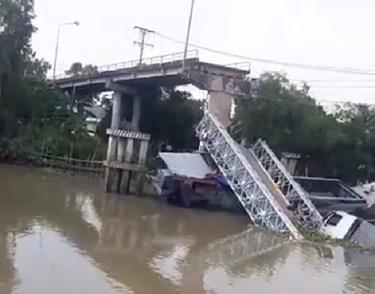 Sập cầu BOT tại Đồng Tháp, ô tô tải rơi xuống sông.