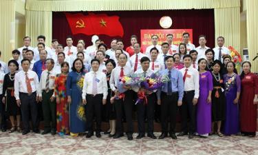 Ủy viên Ủy ban MTTQ huyện Lục Yên lần thứ XX nhiệm kỳ 2019-2024 ra mắt Đại hội