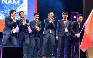 Đoàn học sinh Việt Nam đoạt giải cao tại Olympic toán quốc tế 2019
