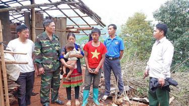 Một ngôi nhà của người dân huyện Mù Cang Chải bị ảnh hưởng bởi trận mưa lốc tối 8/5.