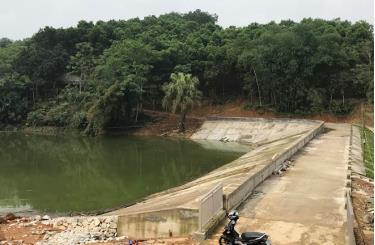 Công trình hồ Dộc Quý, xã Cảm Ân, huyện Yên Bình được đầu tư nâng cấp, sửa chữa bảo đảm an toàn khai thác thủy lợi.