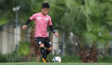 Quang Hải tập luyện chuẩn bị cho ngày V-League trở lại.
