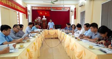 Phó Chủ tịch tịch UBND tỉnh Nguyễn Văn Khánh phát biểu tại buổi làm việc với cán bộ huyện Lục Yên.
