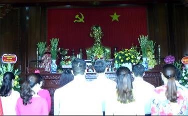 Đảng bộ phường Minh Tân, Yên Thịnh, các xã Âu Lâu, Minh Bảo dâng hương tưởng niệm Bác Hồ