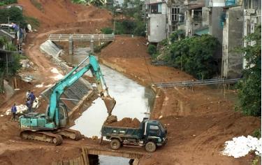 Các công trình kè suối trên địa bàn thành phố Yên Bái đang được đẩy nhanh tiến độ trước mùa mưa lũ.