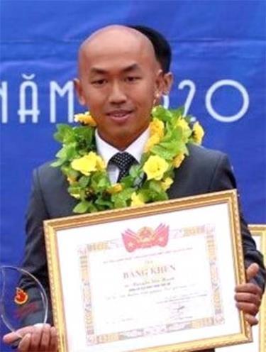 Nguyễn Siêu Hạnh nhận giải thưởng Tình nguyện quốc gia năm 2019.