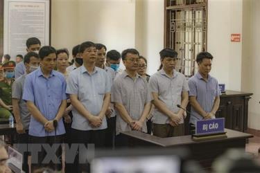 Các bị cáo nghe hội đồng xét xử tuyên phạt sáng 21/5.
