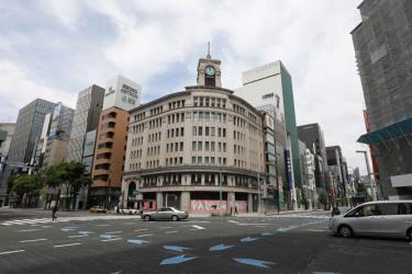 Cảnh vắng vẻ trên đường phố tại Tokyo, Nhật Bản ngày 4-5-2020 trong bối cảnh dịch Covid-19 lan rộng.