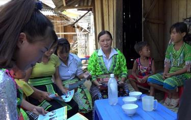Một buổi tuyên truyền về hậu quả của tảo hôn và hôn nhân cận huyết thống tại vùng đồng bào dân tộc Mông, huyện Văn Chấn.