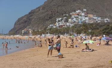 Một số bãi biển ở Tây Ban Nha đã được mở lại để đón khách du lịch bản địa.