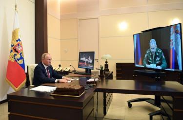 Tổng thống Nga Vladimir Putin họptrực tuyến với Bộ trưởng Bộ Quốc phòng Sergey Shoigu ngày 26/5.