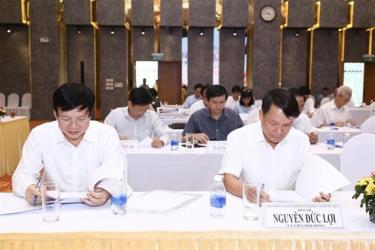 Thành viên Hội đồng giám khảo Giải báo chí quốc gia lần thứ XIV năm 2019 chấm các tác phẩm báo chí.