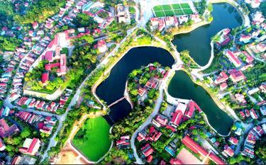 """Tác phẩm dự thi """"Thành phố Yên Bái nhìn từ trên cao"""" của nghệ sĩ nhiếp ảnh Thanh Miền."""