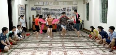 Phong trào văn hóa văn nghệ phát triển trong nhiều doanh nghiệp trên địa bàn thị xã Nghĩa Lộ.