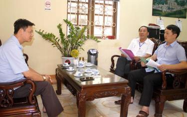 Lãnh đạo Công ty TNHH Một thành viên Xổ số kiến thiết Yên Bái làm việc với lãnh đạo phường Nguyễn Phúc, thành phố Yên Bái về công tác phòng chống tệ nạn lô đề, cờ bạc trên địa bàn phường.