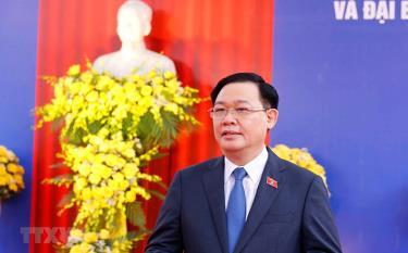 Chủ tịch Quốc hội Vương Đình Huệ trả lời phỏng vấn báo chí.