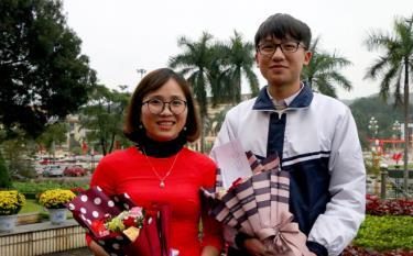 Le Quoc Tien and his chemistry teacher Nguyen Minh Ngoc.
